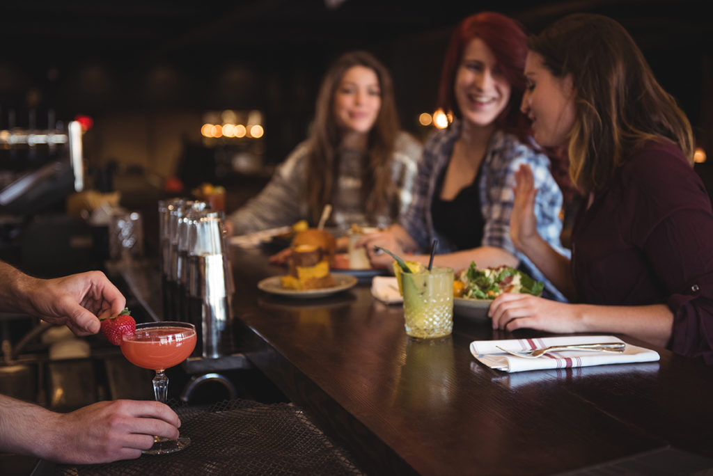 How to meet women at bars